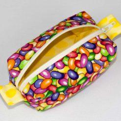 Pochette box avec motif de bonbons (angle et intérieur) | Fait main par Artigina