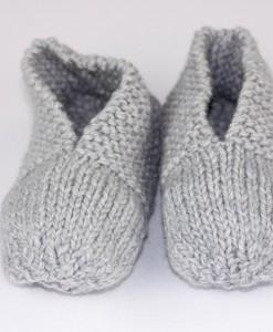 Pantoufles en acrylique grises pour femme (devant) | Fait main Artigina