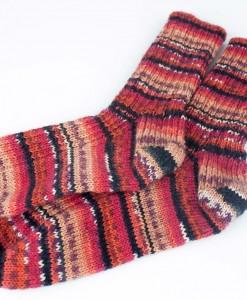 Bas de laine pour femme - rouge, noir et violet (fait main)