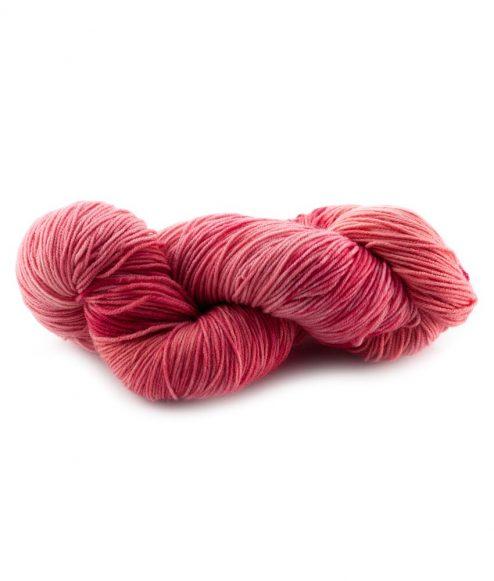 Laine teinte à la main (fingering) - Asela Daiquiri aux fraises - Artigina