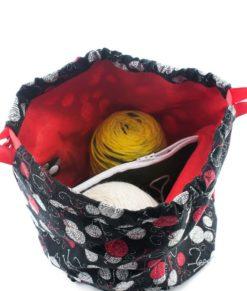 Sac à tricot avec pochette de rangement - Balles de laine sur fond noir - fait main Artigina