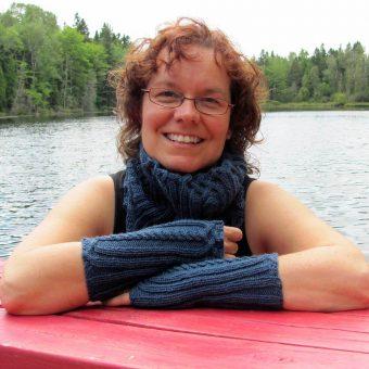 Patron de réchauffe-poignets - touche de treillis de l'Univers d'une tricoteuse - Isabelle Allard - Artigina