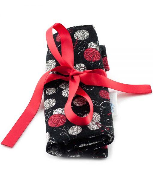 Étui à crochets - Balles de laine sur fond noir - fait main Artigina