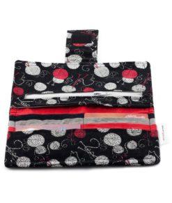 Portefeuille pour femme - Balles de laine sur fond noir - fait main Artigina