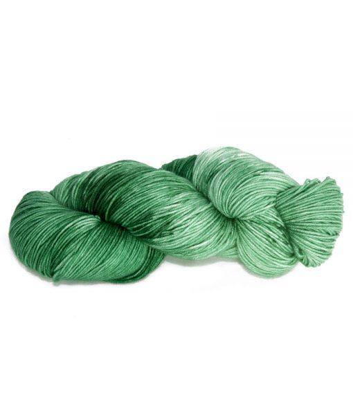 Laine teinte à la main (fingering) Asela - Piment vert - Artigina